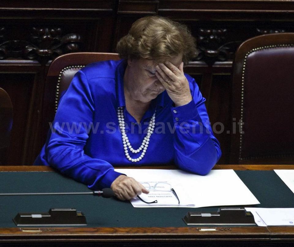 """""""Sul caso di Giulia Ligresti ho abusato del mio Potere... Dio, che cosa ho fatto""""!? Al di là della nostra personale ironia, non sappiamo cosa passasse per la testa del Ministro di Grazia e Giustizia in questa posa. Di certo, ciò è quanto avremmo voluto scorgere tra le sue riflessioni..."""