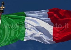 Il Tricolore: il vessillo di una Nazione ancora da plasmare, prima ancora che di una discutibile Nazionale da acclamare.