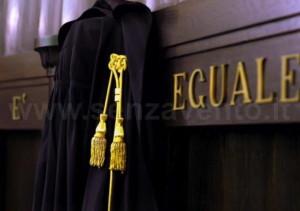 """La Magistratura: l'unica """"squadra"""" degna del nostro tifo, in virtù del suo essere l'ultima forza, legittimata alla Legge, in grado di evitare la totale ed umiliante """"sconfitta"""" di una Nazione."""